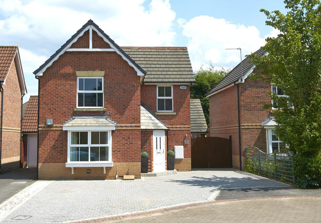 3 Bedrooms Detached House for sale in Poynton Close, GRAPPENHALL, Warrington